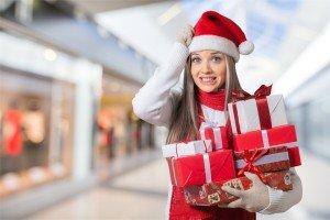 Ragazza stressata per i regali di Natale