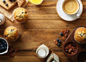 Muffin sul tavolo della colazione