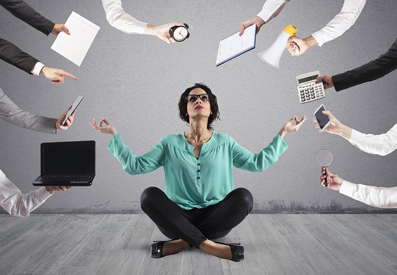 donna stressata da lavoro
